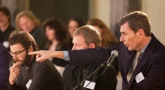 Openbaar aanklager Alexander van dam reageert op de situatie van Jose Maria Sison tijdens de New World Summit Leiden